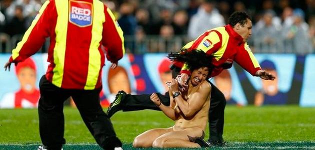 mujer-desnuda-partido-rugby